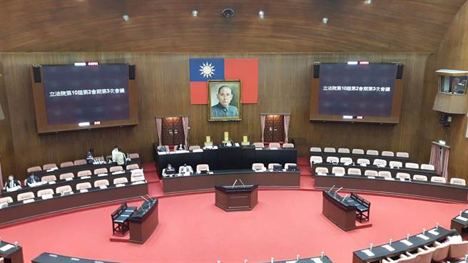 立法院院會今通過由各黨團所推派的修憲委員名單,宣告「修憲委員會」正式成立。(朱真楷攝)
