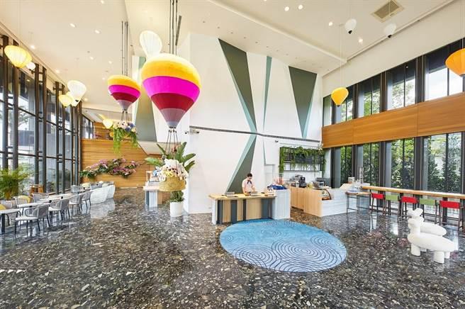 「趣淘漫旅-台東」熱氣球主題大廳。(凱撒飯店連鎖提供)