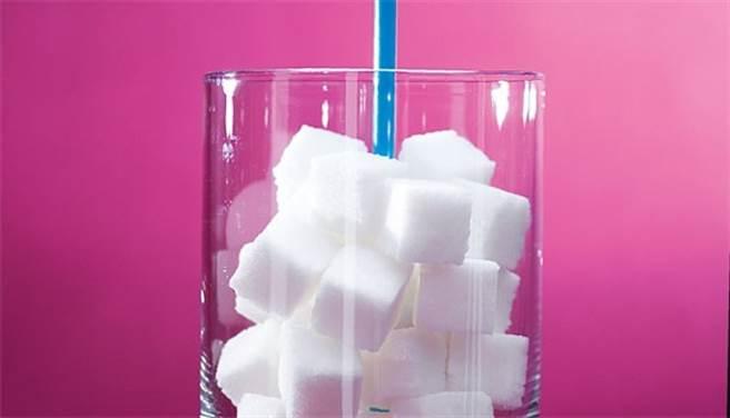 每家手搖飲「微糖」定義皆不同,有些飲品即使微糖仍然超過建議標準,需特別留意。(康健雜誌提供)