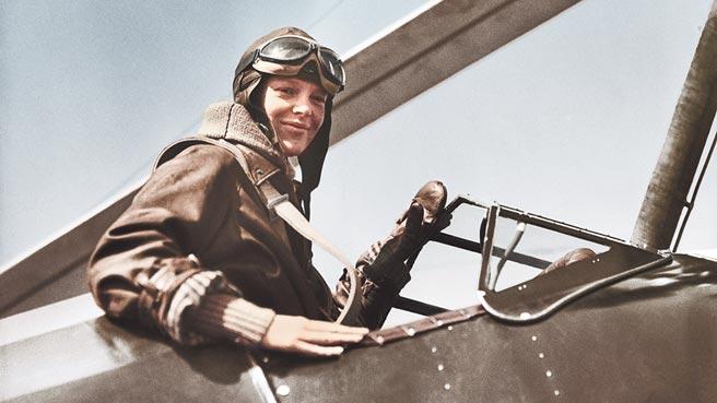 第一位独自飞越大西洋的女飞行员Amelia Earhart,当年就是佩戴浪琴表完成壮举。(Longines提供)