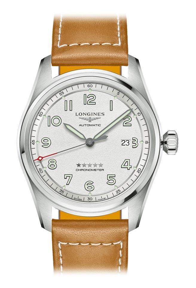 浪琴表Spirit先行者系列磨砂雾银面盘大三针含日期显示腕表,7万2600元。(Longines提供)