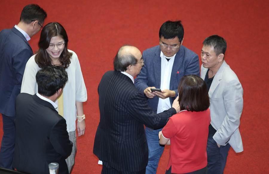 國民黨「台美建交」、「美協防台灣」決議案 立院通過