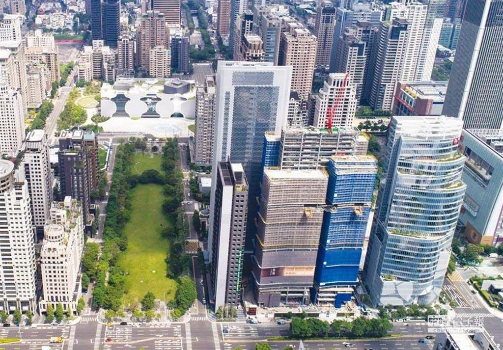 台中七期豪宅均價38萬,有台北網友聽到價錢後大吃一驚,「到底是台中房價便宜得誇張?還是台北房價貴得X北?」(資料照)