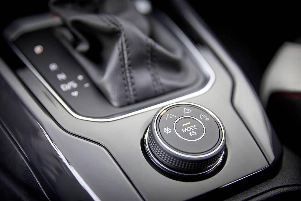 T-Roc 330 TSI擁有4 MOTION Active Control主動式智慧型四輪驅動系統,能於過彎時給予更穩定的駕馭安心感。
