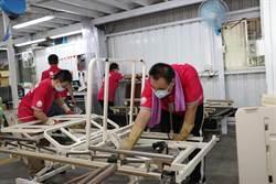 蘆洲輔具廠聘用6名身障者 老闆讚賞:更細膩、更同理心