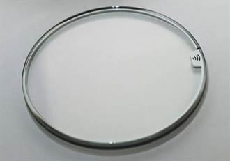 藍寶石水晶錶面鑲嵌英飛凌支付晶片 讓手錶變身感應支付裝置