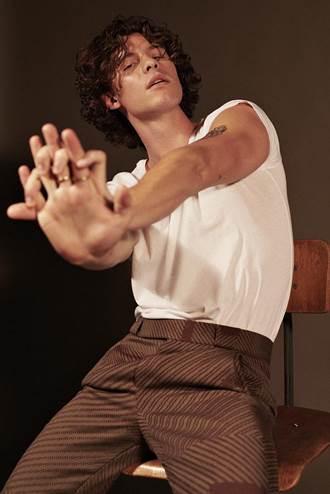 加拿大「全民男友」尚恩曼德斯  大露身材濕身回歸