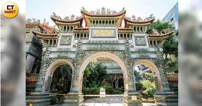 北斗信仰在道教中角色吃重,台北市知名廟宇松山奉天宮也奉祀著北斗星君。(圖/馬景平攝)