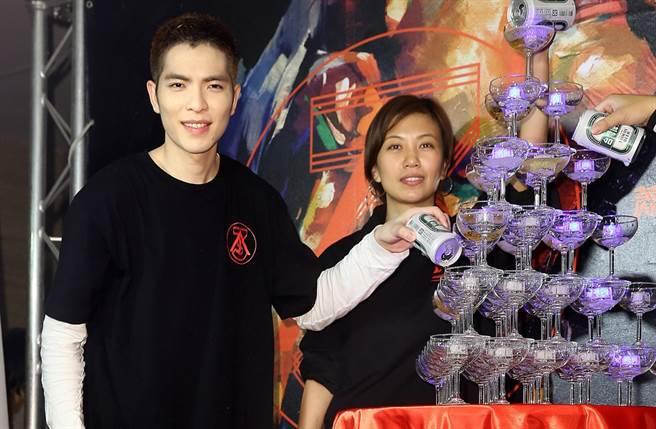 身為向太乾兒子的蕭敬騰也和經紀人Summer第一時間道賀。(圖/中時資料照片)
