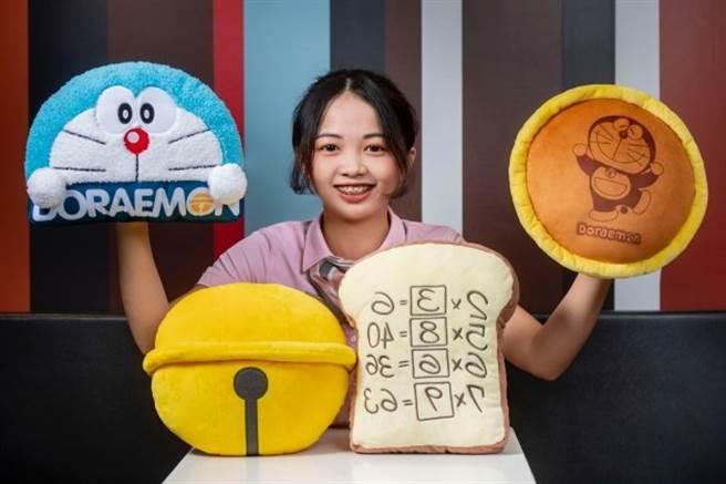 哆啦A夢粉絲暴動!麥當勞推記憶麵包、銅鑼燒4款限量抱枕,今天開賣2款。(台灣麥當勞提供)