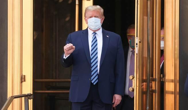 川普稱新冠病毒致死率低於流感,被臉書、推特認定為錯誤訊息。(路透)