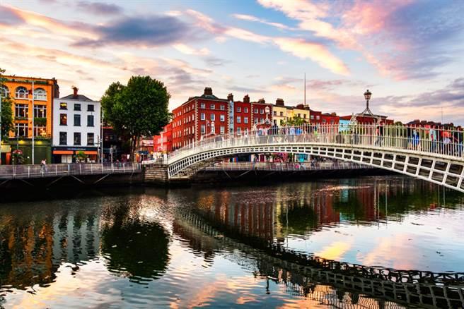 愛爾蘭有確診者又有百人舞團要來,陳時中說話了。(示意圖/Shutterstock)