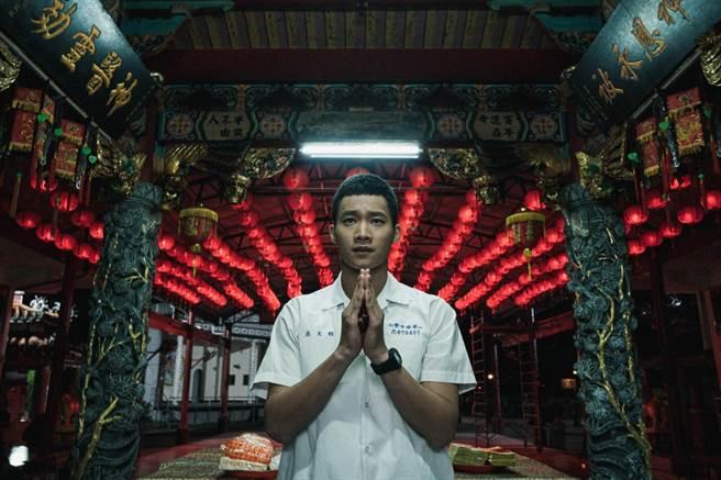 黃冠智《返校》影集中飾演城隍爺傳人程文亮。(公視提供)
