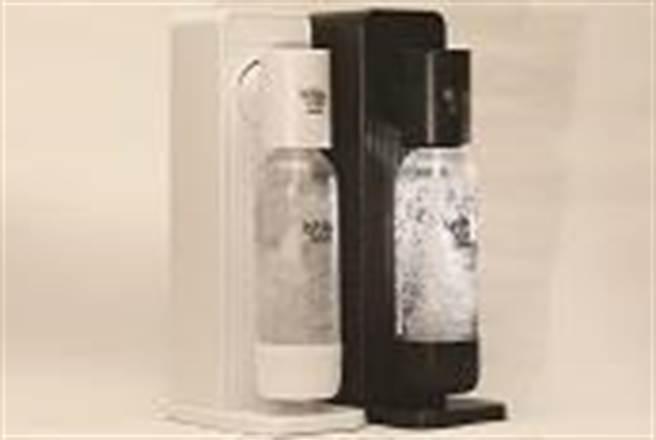 全聯BubbleSoda全自動氣泡水機(白、黑),市價5980元、特價2799元,47折,限量各800台。(全聯提供)