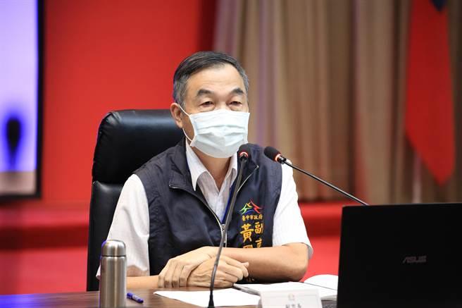 台中市副市長黃國榮7日主持市政會議,通過修正《都市計畫法台中市施行自治條例》。(盧金足攝)
