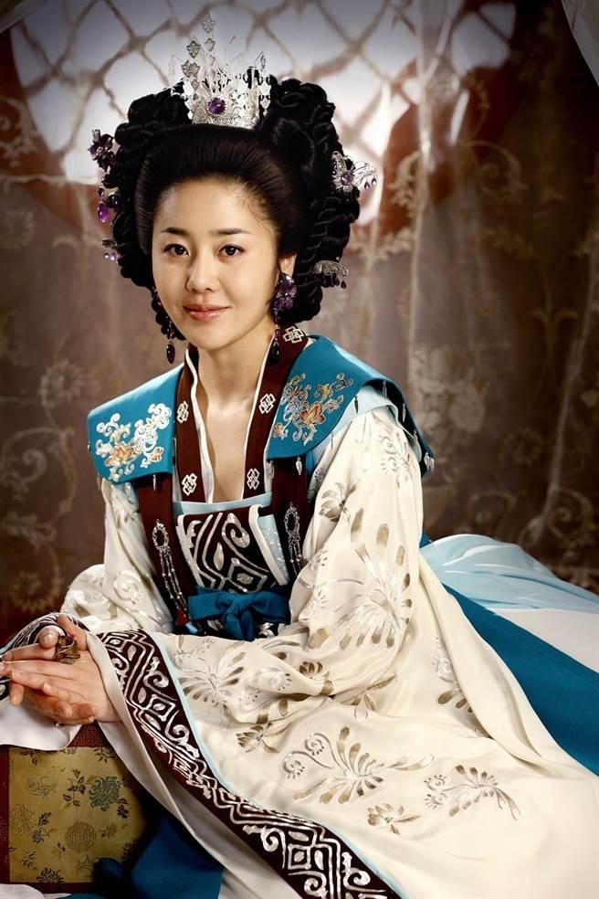 高賢廷演出《善德女王》裡反派「美室璽主」廣為人知。(圖/資料照)