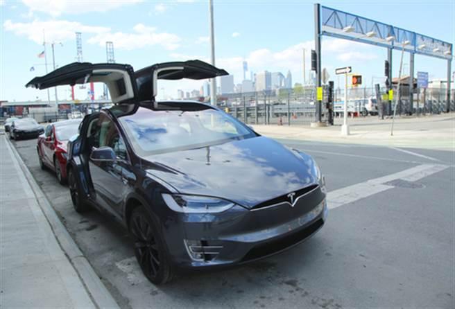 特斯拉Model X外觀相當霸氣(圖/達志影像)
