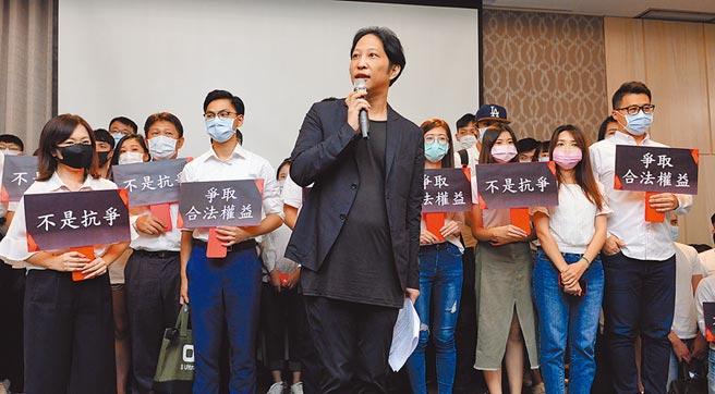 街口集團旗下街口託付寶上線屢受阻,上月執行長胡亦嘉(中)曾率領員工召開記者會抨擊金管會阻撓台灣金融科技新創發展。(本報資料照片)