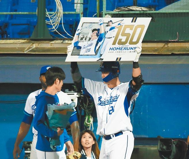 「棒球情人」高國輝成為中職史上第7位150轟打者,出賽場次也創最快達成紀錄。(陳怡誠攝)