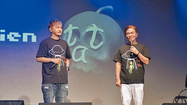 吳宗憲(右)、KID昨一同主持音樂會。(滾石音樂提供)