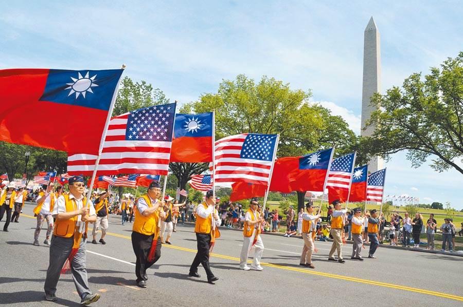 台美關係升溫,不斷傳出「復交」的聲音。圖為美國國殤日遊行,中華民國旅居華府的退伍軍人組成的「榮光會」組隊參與。(本報資料照片)