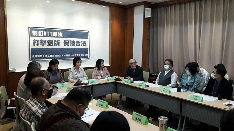 NCC日前公布OTT專法《網際網路視聽服務管理法》草案,民進黨立委今邀集台灣OTT業者,對NCC訂定專法表示高度肯定。(朱真楷攝)