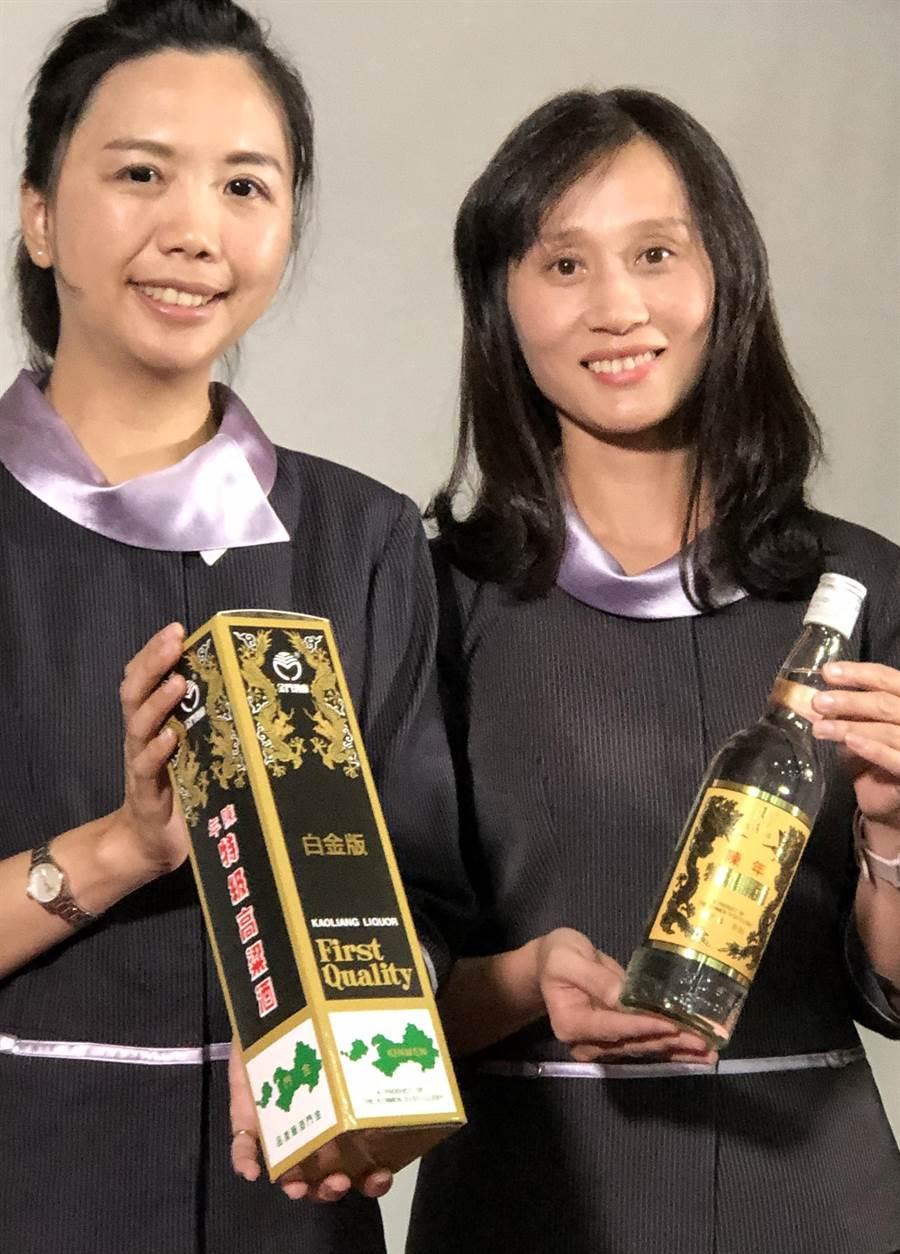 金酒新推出2萬盒的白金版「黑金剛」今(7)日華麗登場,以10年陳年酒液和經典黑盒包裝,復刻出尊貴身價和優雅品味。(李金生攝)
