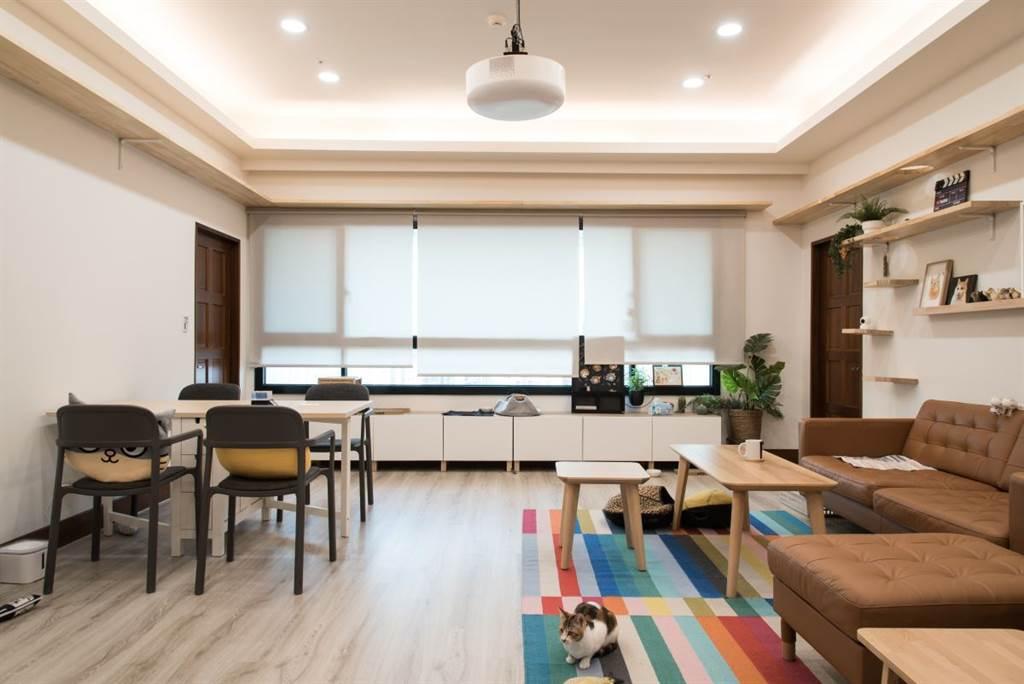 前一個後宮鋪的是塑膠木地板,可以拆除但無法帶到下一個租屋處;此次經過專業建議後選擇超耐磨木地板,小心拆除後可延用至其他居家空間中。