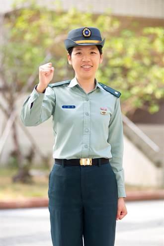 導護女教官站路口 守護學生安全獲殊榮