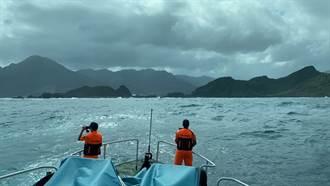 直擊搜救》2男凌晨象鼻岩尋釣點失足落海 警消搜救中