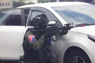 圖輯》國慶預演 維安特勤隊陸空立體反恐攻堅遭挾公車