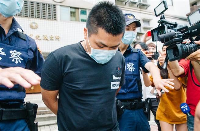 館長槍擊案,警方解鎖23歲槍手劉男(中)手機,追查幕後黑手。(中時資料照 郭吉銓攝)