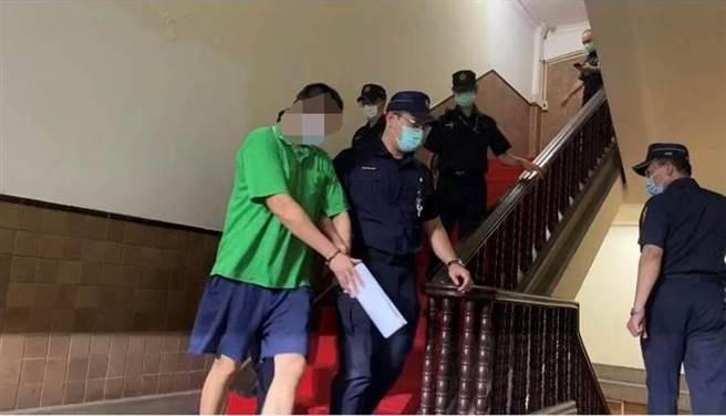 逆子殺母剁頭無罪遭撤銷 法官裁定收押(林偉信攝)。