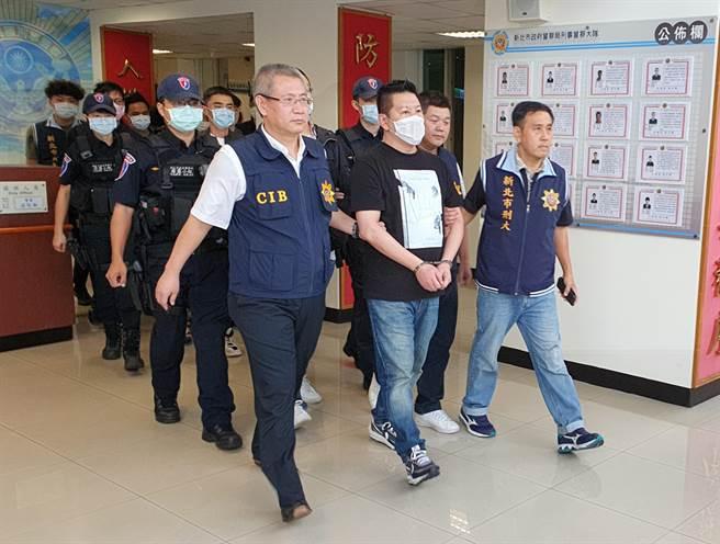 警方7日、8日一舉逮捕寶和會46歲會長林修伯等10嫌,幫派成員幾乎落網宛如「被抄家」。(葉書宏攝)