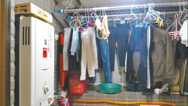 台北市消防局提醒,為防範冬天隱形殺手一氧化碳奪命,安裝熱水器的陽台,要避免晾曬大量衣物,影響通風。(消防局提供/胡欣男台北傳真)