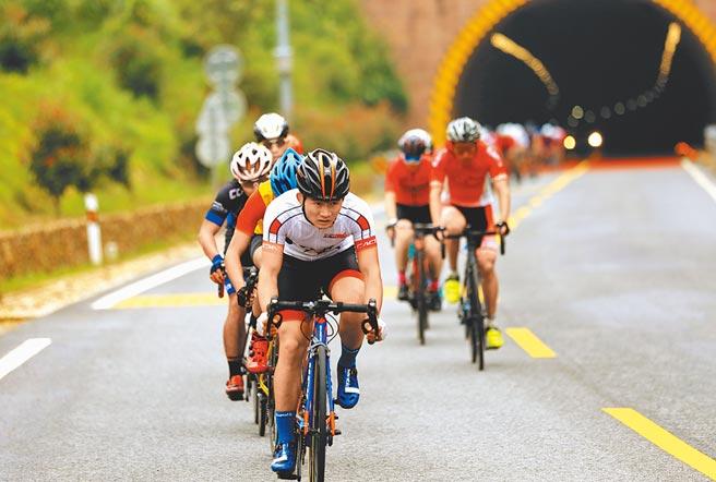2020環鄱陽湖自行車精英賽開賽。