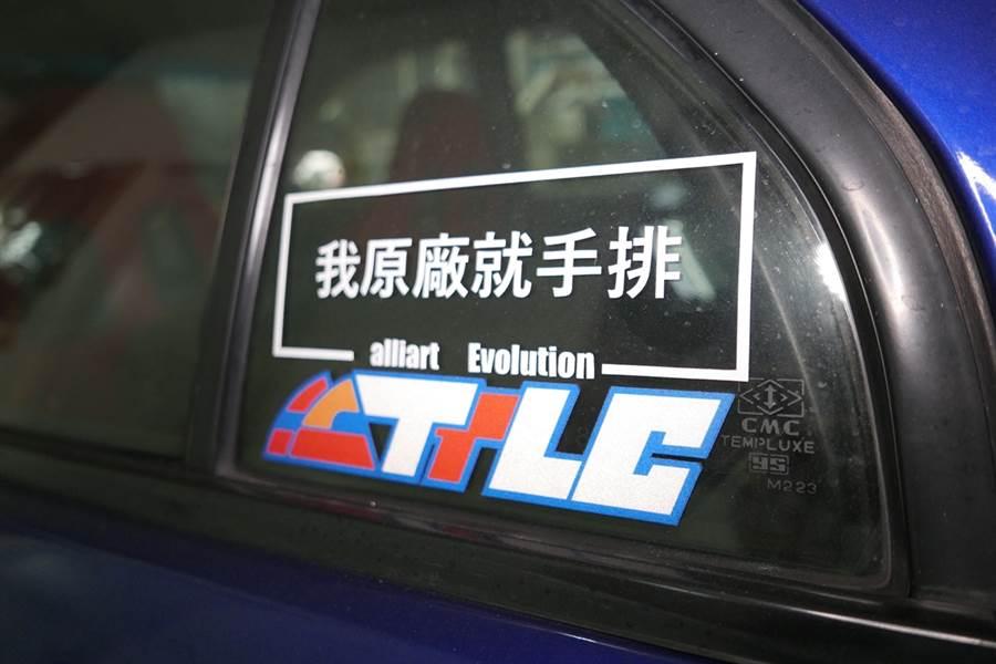 人生第一台車就是Mitsubishi Lancer,就是在當職業軍人時購入,當時也是汽車百貨在臺灣大鳴大放的時期,蛤仔也曾是就手拿汽車改裝雜誌,在汽車百貨裡排隊等改車的一份子。