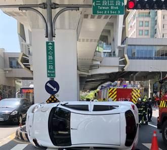 影片曝光/快車道竟右轉!台灣大道汽機車相撞 22歲騎士傷重不治