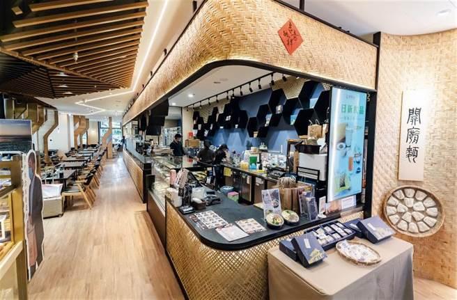 位於高鐵台南站的「深緣及水」,店內以竹編作為裝飾材,古樸又不失典雅,別具特色。(圖/林旻萱)