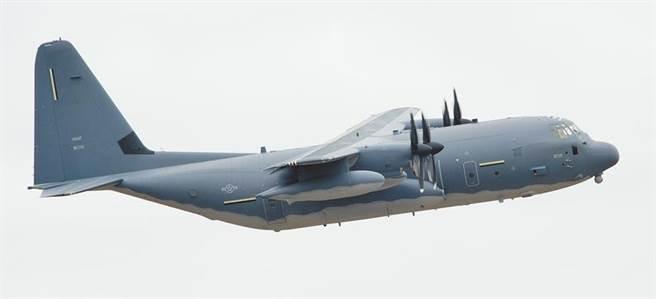 美軍一架MC-130J Commando II 8日從沖繩起飛,沿著台灣海峽中線通過。(摘自洛克希德馬丁官網)