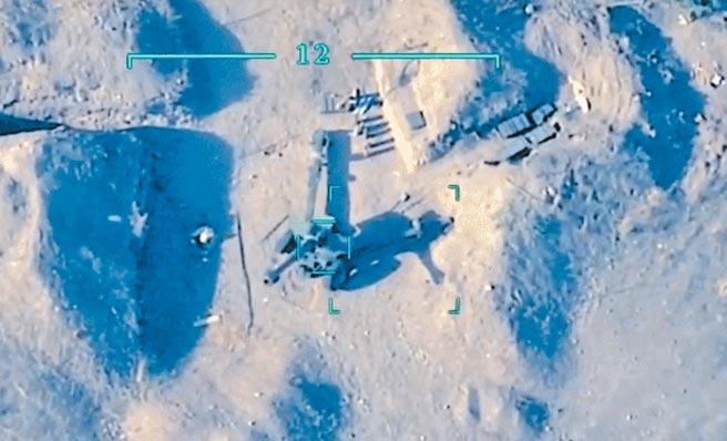 亞美尼亞和亞塞拜然邊境衝突中,無人機向靠近目標發動攻擊。(視頻截圖)