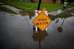 選舉近 颶風肆虐路州德州 川普不敢大意