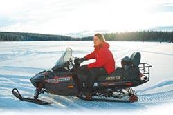廖科溢加國體驗冰上摩托車