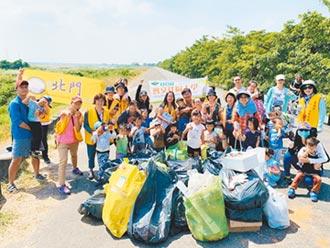 中秋垃圾爆棚 親子團體淨堤