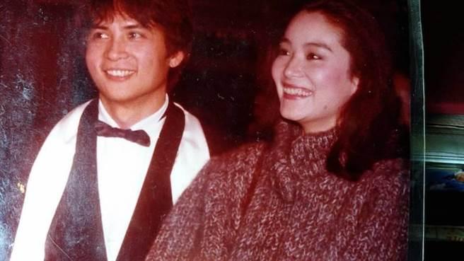 李小飞(左)当年主演《人肉战车》首映,林青霞特地去站台。(李小飞提供)