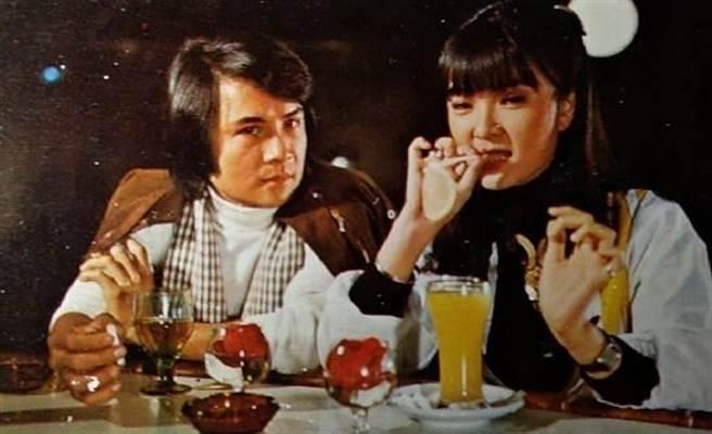李小飞昔日和银霞主演电影《江湖小浪子》。(李小飞提供)
