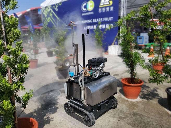 自動導航噴霧車可用於溫室或果園。(周麗蘭攝)