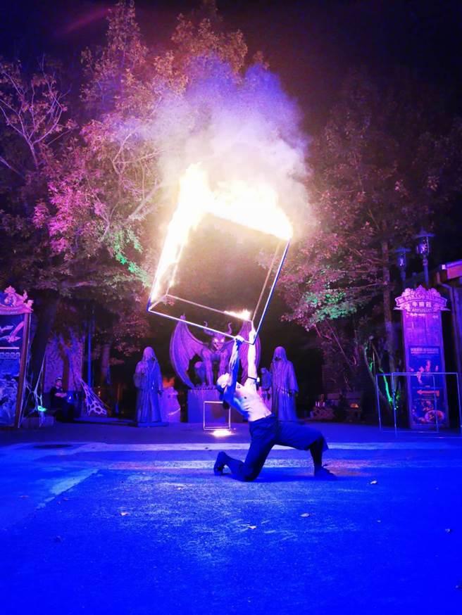 今(10日)、明(11日)兩天園區內將為賓客帶來國家級表演「火立方」。(六福村提供)