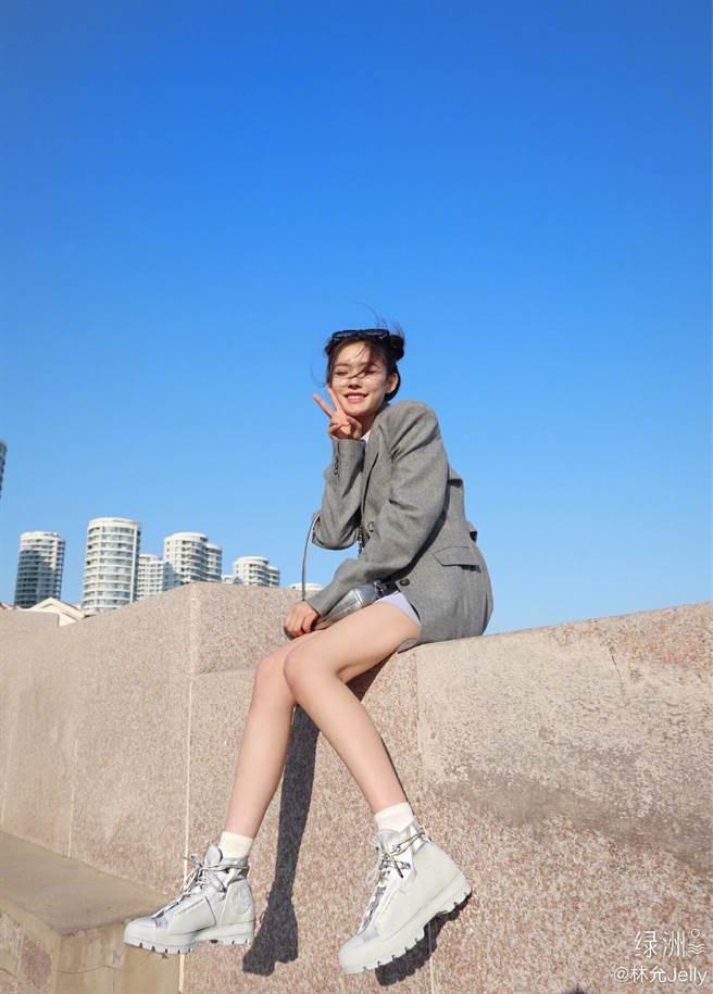 24歲大陸女星林允本名費霞,她因出演周星馳電影《美人魚》而走紅。(圖/摘自微博@林允Jelly )