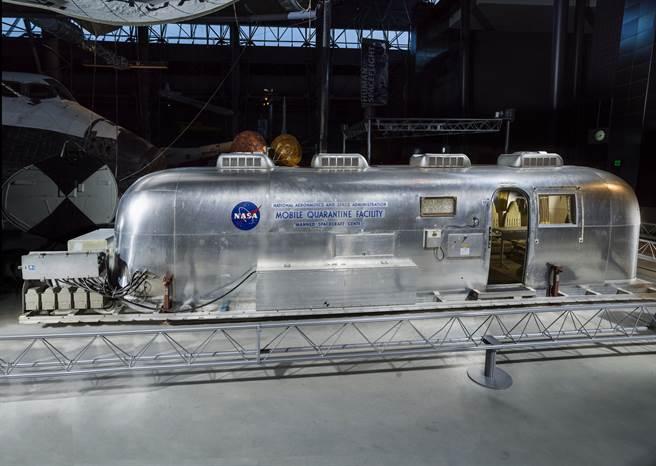 扮演登月任務防疫專稱的MQF。(圖/史密森尼航太博物館網站)